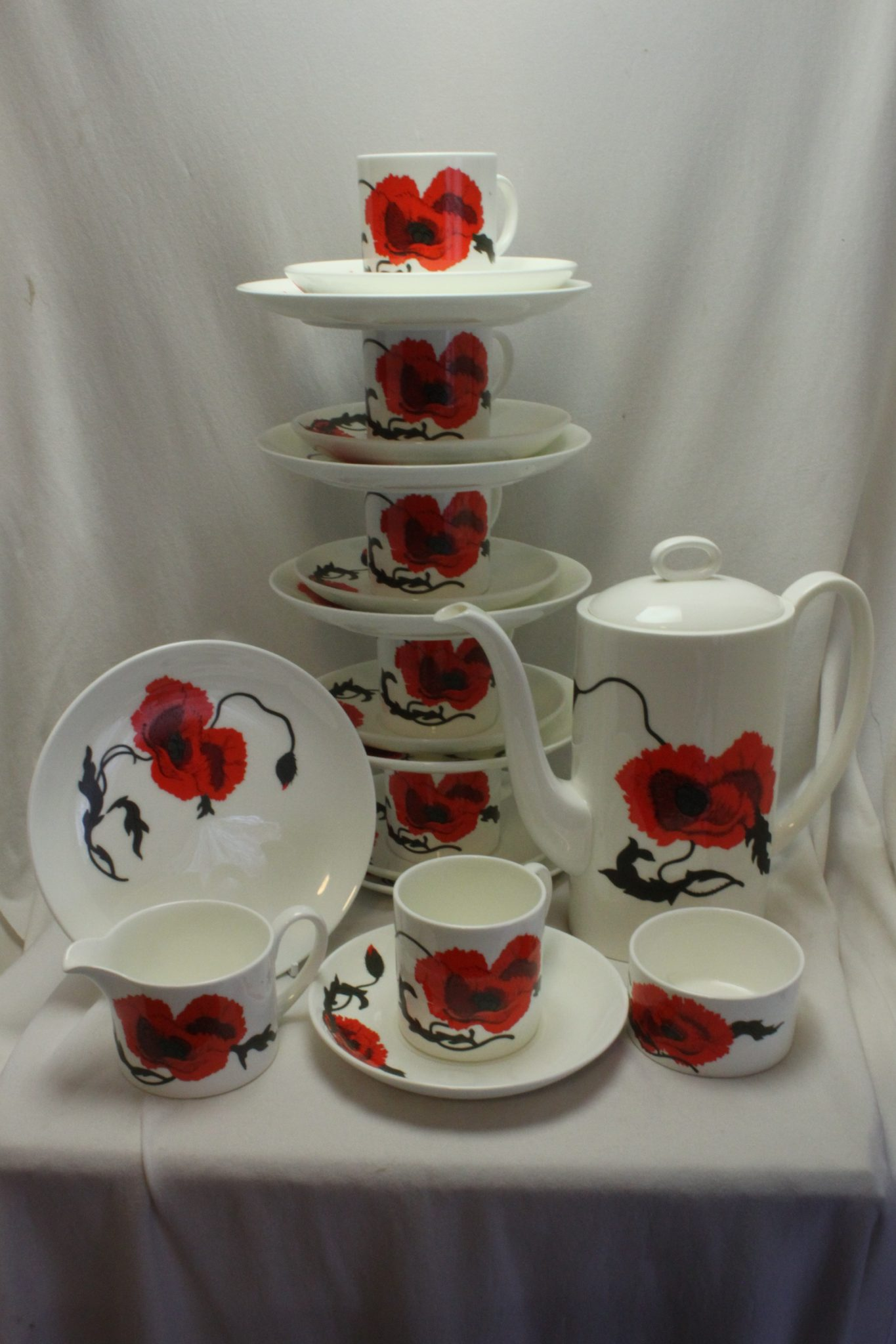 Susie Cooper coffee set Cornpoppy pattern