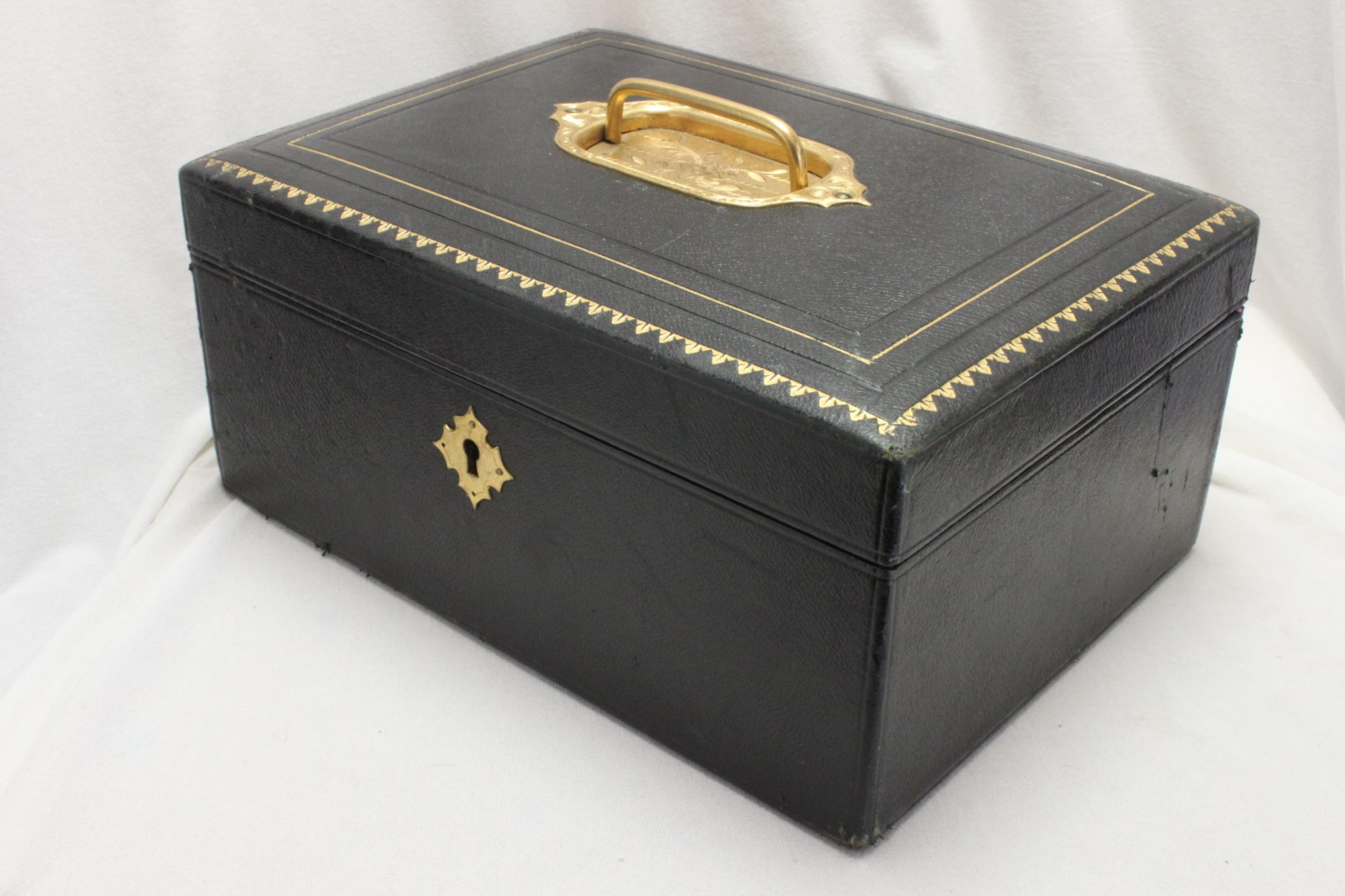 Edwardian leather covered jewellery case