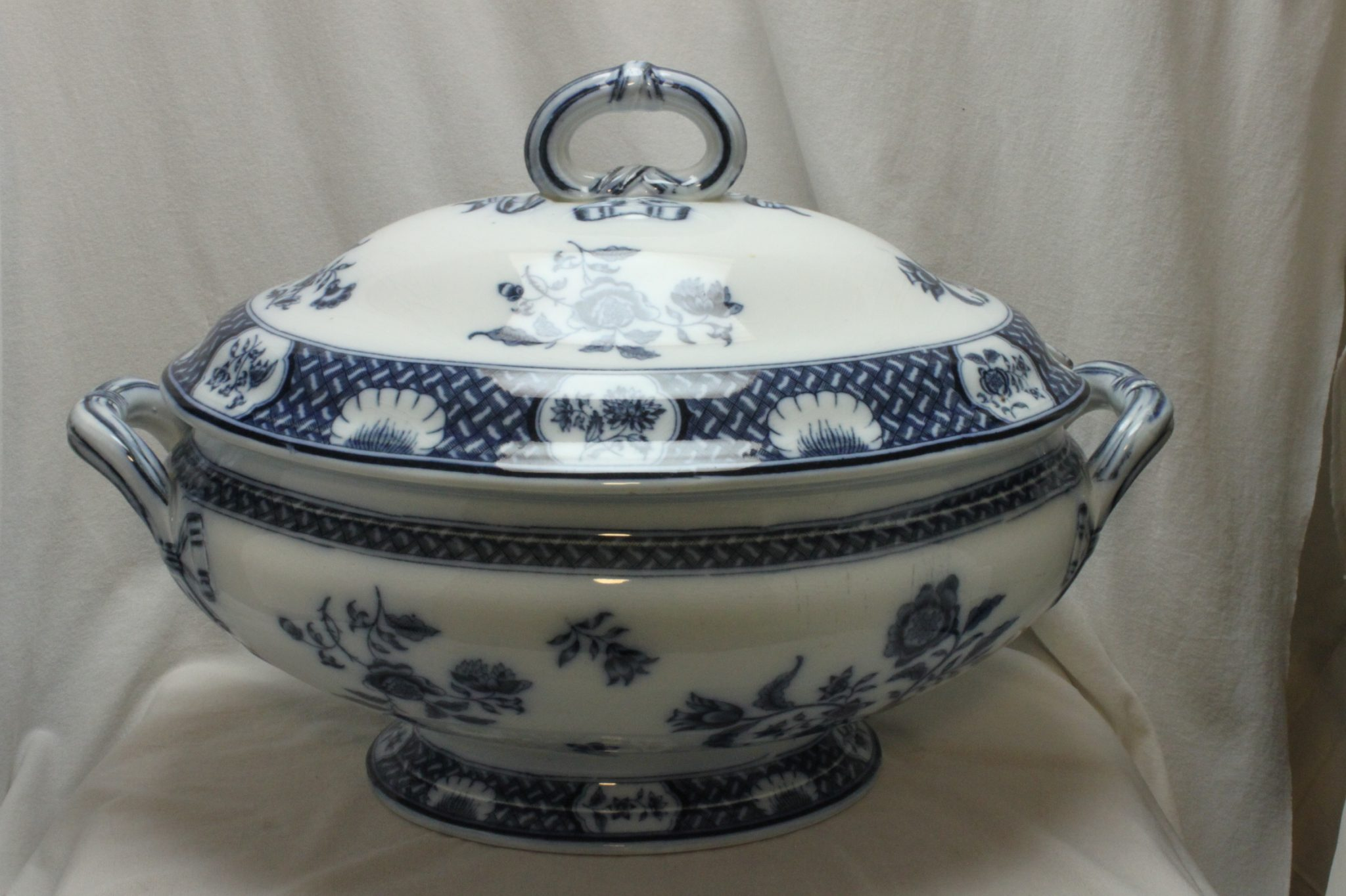 "Minton blue and white tureen ""Bath Japan"" pattern"