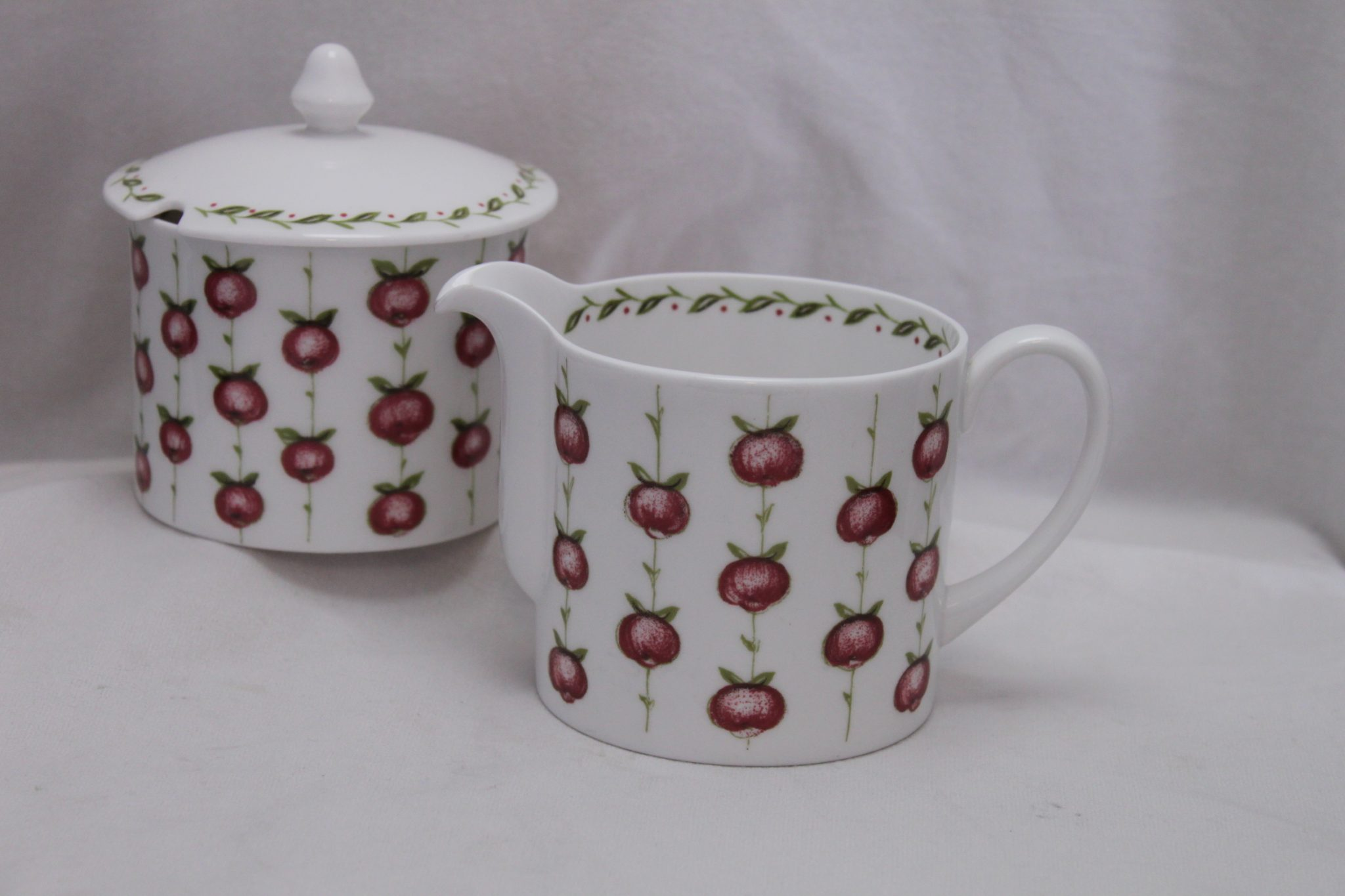 Susie Cooper milk jug & sugar bowl Apple Gay pattern