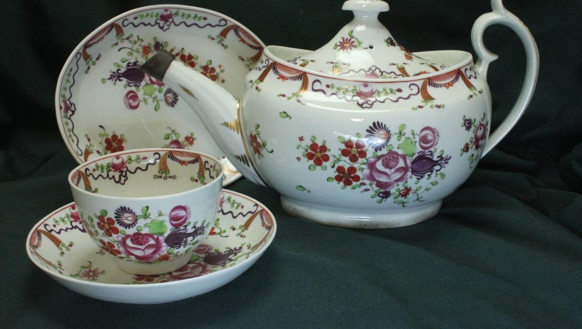 Chamberlain's Worcester porcelain hand painted tea set