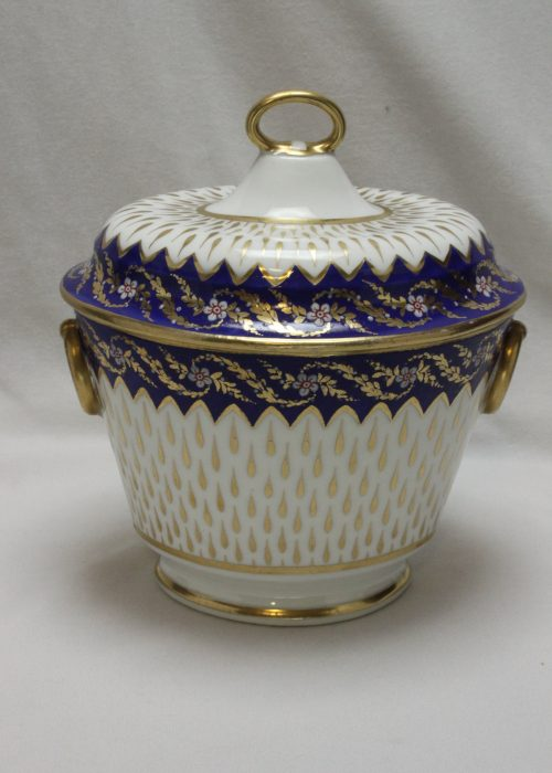 Derby lidded sugar box or sucrier pattern 34