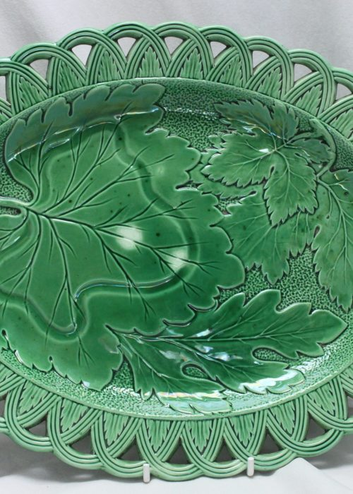 Oval majolica plate with pierced rim