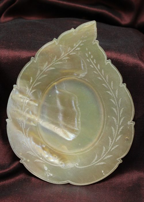 Chinese export mother of pearl dish