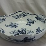 First period Worcester salad or junket bowl Pine Cone pattern